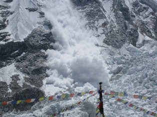 This avalanche came down a few days before the deadly serac (Adrian Ballinger)