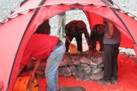 Building an operating table at Broad Peak bace camp